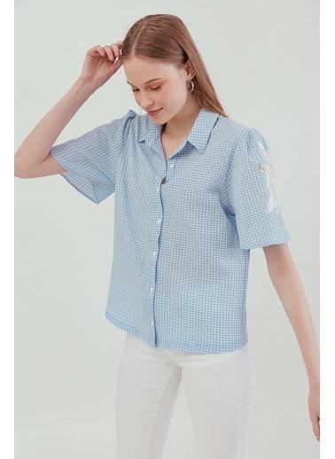 Vitrin Kol Dantel Aplike Detaylı Gömlek Mavi